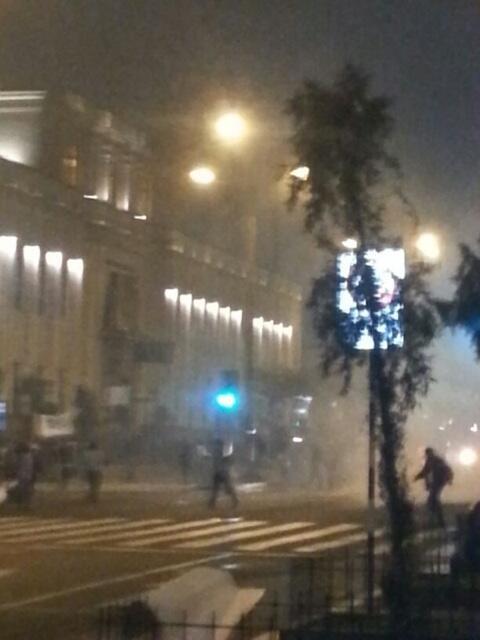 Lanzan bombas lacrimogenas por la Fiscalia en Av. Abancay #22J #tomalacalle pic.twitter.com/ew2QSuHJNp