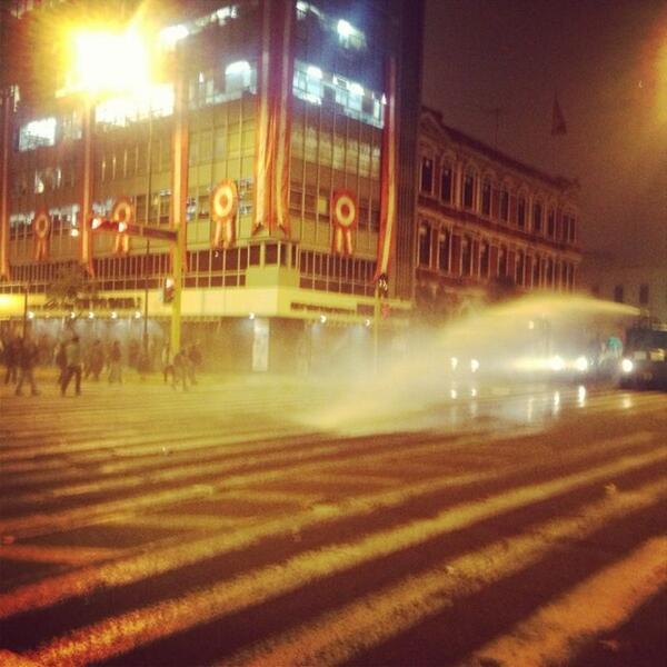 Mas bombas lacrimogenas en la avenida Abancay #22J #tomalacalle pic.twitter.com/BwrS1ih2Z7