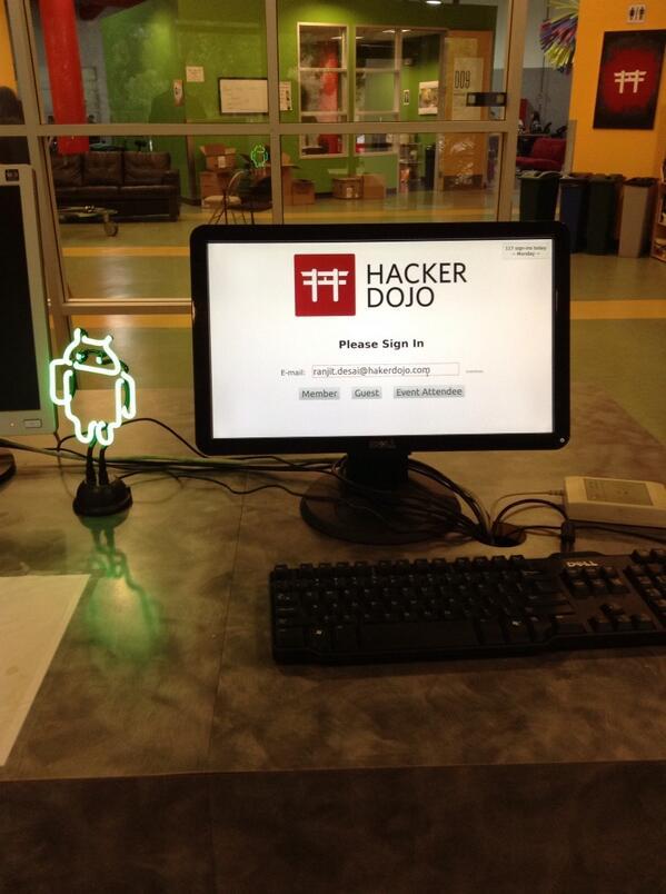 Visite non prevue de @hackerdojo pour un event sur les #datascience pic.twitter.com/gLV04IhC50