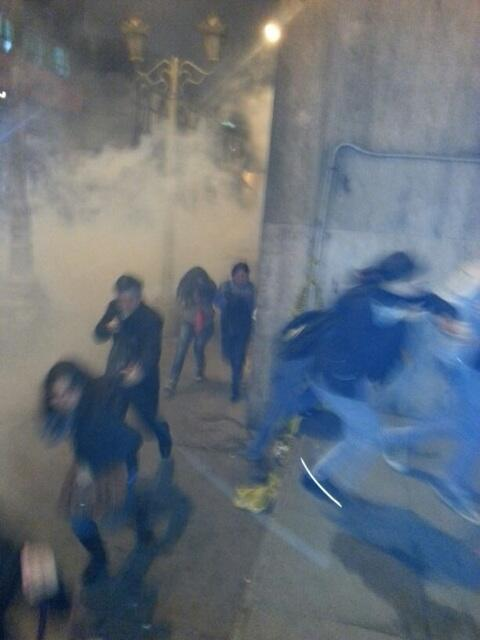 Bombas lacrimógenas en avenida Abancay #22J #tomalacalle pic.twitter.com/kbyhCJZVCi