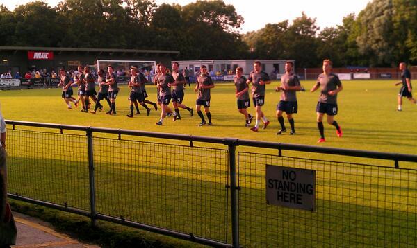 #oufc Ox Utd going through paces ahead of friendly against @OxCityFC pic.twitter.com/Wh6JJ8uR6t