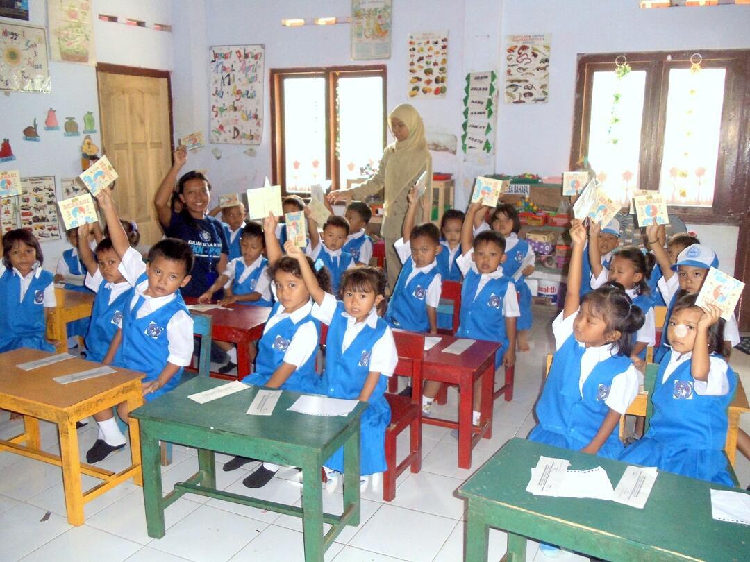Berbagi CD di TK Desa Piji, Kec. Bagelen, Kab. Purworejo / @Lagu_Anak