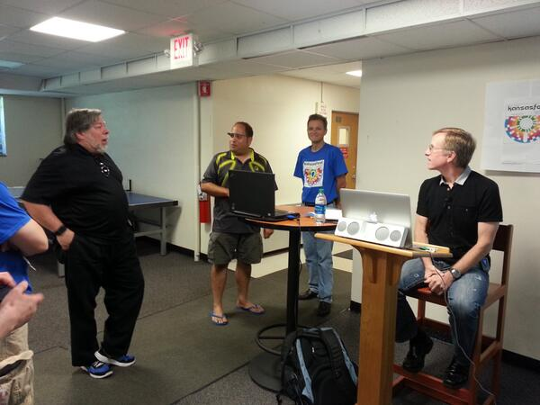 Yep, @stevewoz is at KansasFest! So is #Apple employee #6, Randy Wigginton. #a2kfest. pic.twitter.com/2MaAdNZ4Nw