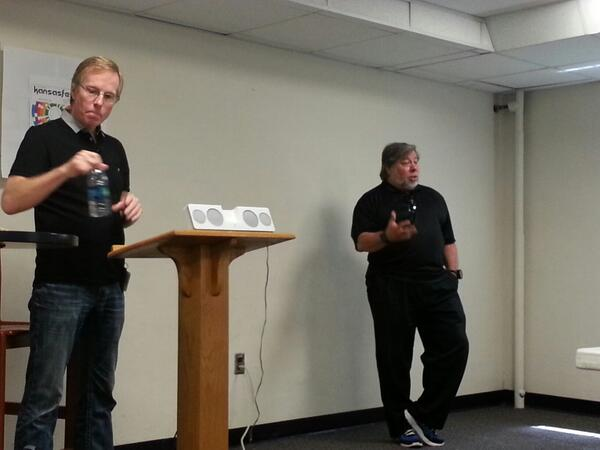 @stevewoz just gave KansasFest attendees the story of the very first Apple-1 ever sold. #a2kfest pic.twitter.com/FoxBghYUI2
