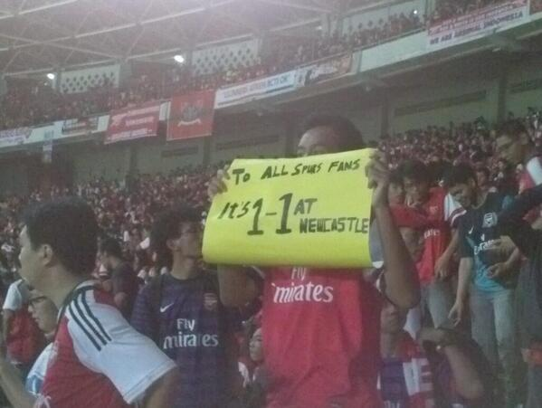 Indonesian Arsenal fan Trolls Spurs supporters during Gunners 1st pre season friendly [Picture]