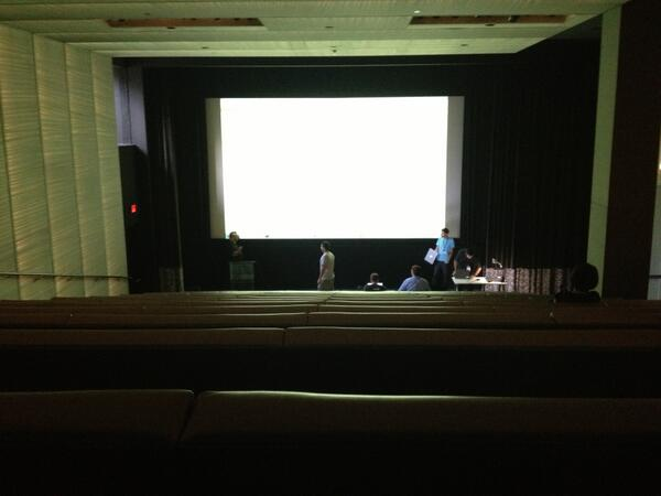 Hackathon demos in a bona fide Hollywood screening room? This is epic. #hackHollywood pic.twitter.com/CtF7rRZoIV