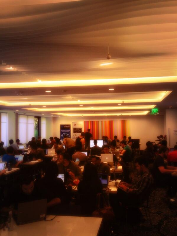 Hack magic is happening. Full house in final hours at #hackHollywood. pic.twitter.com/mExfhaTsAZ