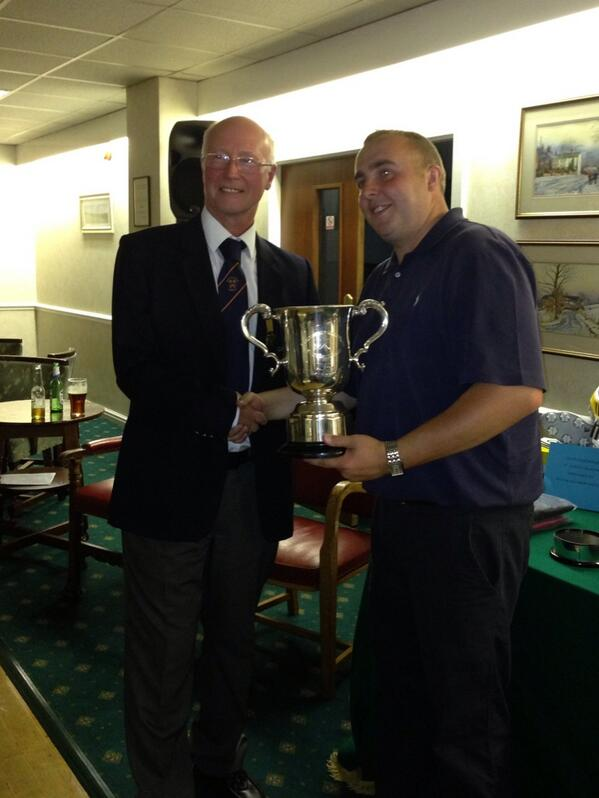Club Champion @stujanson being presented with his trophy following his victory over Andy Bower #backtobacktitles http://t.co/TnZfAoNbEi