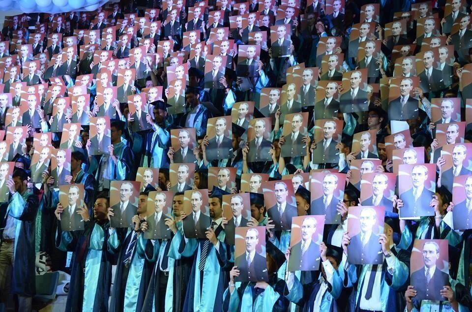 RT @isci_partisi: Ege ?niversitesi Fen Fak?ltesi mezuniyet t?reni ! #Atat?rkGen?li?iTakiple?iyor http://t.co/1YhLVK87Qs