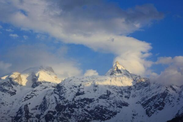 A2: Here is a Glimpse of Mesmerising #Himalayas...Every Peak Lost in Deep Meditation of #God #Blissful #travelindia http://twitter.com/ashish0712/status/357532905020481536/photo/1