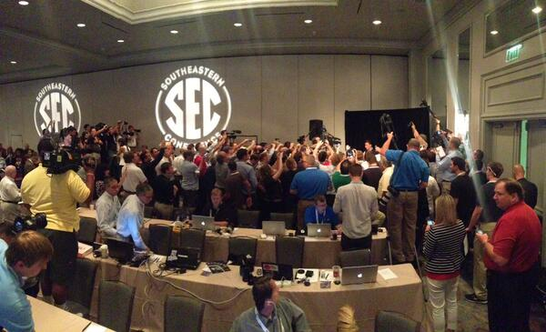 Johnny is in here somewhere. 100+ gather around to hear the Heisman QB. http://pic.twitter.com/RkszT8wloB
