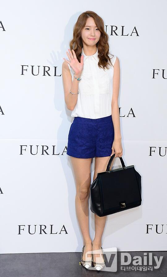 Yoona Hyoyeon Attend Furla Event Celebrity Photos Onehallyu