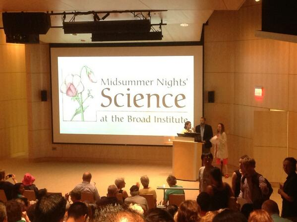 Auditorium filling up for midsummer nights science #broadtalks #sciobeantown pic.twitter.com/Q71wMqPRVc