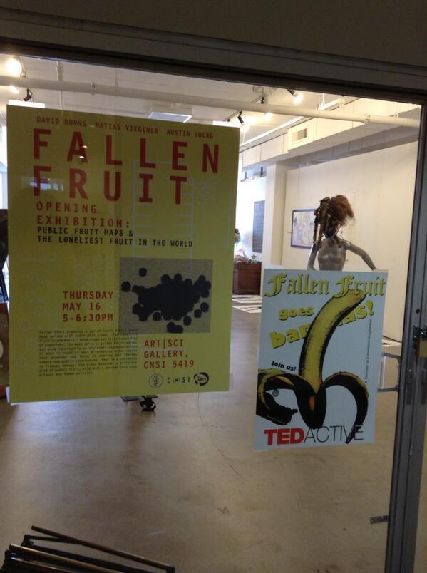 Fallen fruit art design... La visite continue avec la musique des Beatles en musique de fond... pic.twitter.com/hLuc15vSpP
