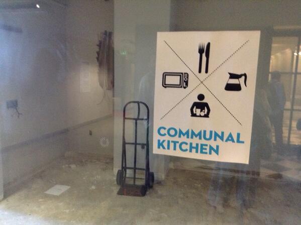 Communal kitchen en cours de construction... pic.twitter.com/4uDhwLK1SM