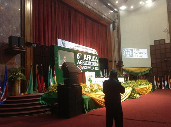 #Ghana #agriculture minister takes floor at #AASW6 read joint op'd with #ifad prez @knwanze ifad-un.blogspot.com/2013/07/scienc… pic.twitter.com/vSgcbGVqFU