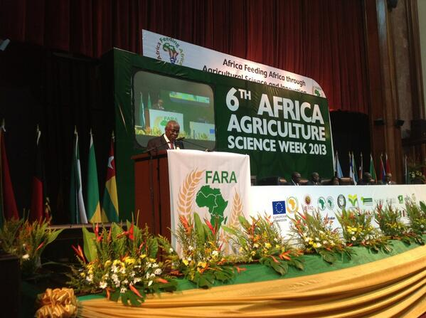 @knwanze crie de coeur, we need to investment in #agriculture, research centers + universities #aasw6 pic.twitter.com/xH9axFpAeH