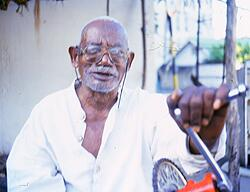 Mzee Mombasa another veteran on Kenyan TV started acting in the 1970s. He died in 2002 #KenyanHistory https://t.co/RSGqqkeVmi