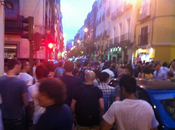Seguimos bajando por la calle Hortaleza y giramos en Augusto Figueroa dirección Fuencarral #BarbacoaDestituyente pic.twitter.com/5ZG8Nv9adl