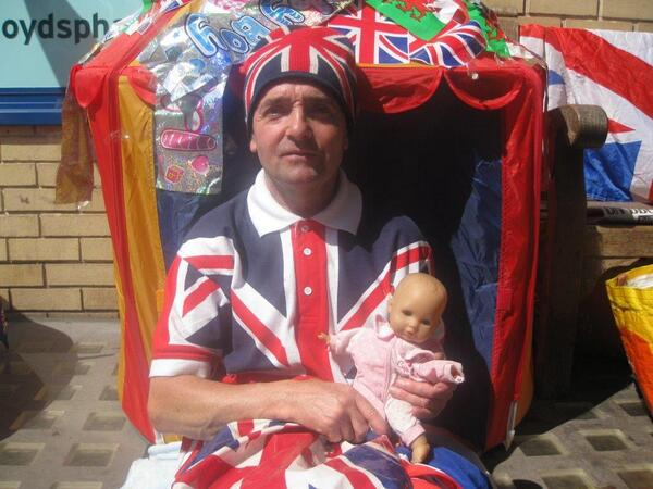 Meet John: The royal fanatic sleeping rough outside the hospital on #RoyalBabyWatch @newsday bbc.in/12AxYKG pic.twitter.com/OxB7dzpekV