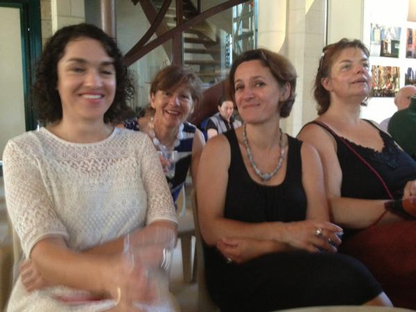 #ebdm2013 Sophie Merceron, Françoise Jan et Christine Marzelière , de bonne humeur apéritive. pic.twitter.com/iyn9xTwoHX