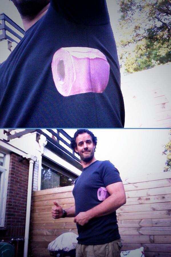 Shirt Met Wc Rol.Roel Leenders On Twitter Ingebouwde Wc Rol Onder De Arm