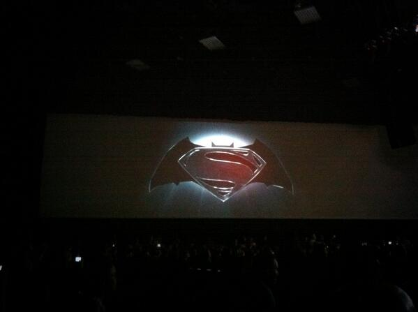 Warner a saco, Superman vs Batman en 2015, Flash en 2016 y Justice League en 2017 BPpOGnQCcAACSQ0