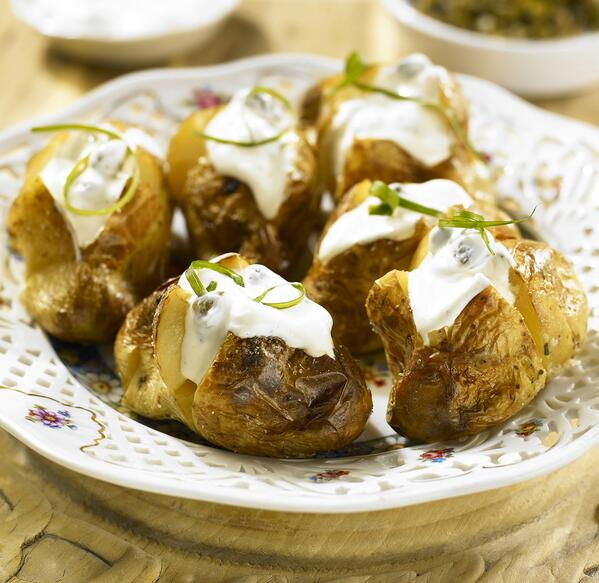 RT if you love the look of this easy to make jacket potato with sour cream and capers pic.twitter.com/J4U2XKfy3T