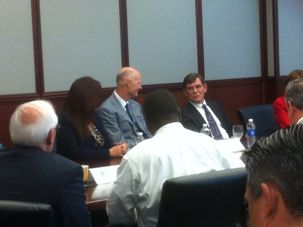 @flgovscott and Dr. Houghten chat at Torrey Pines meeting. pic.twitter.com/NoLinsfVBq