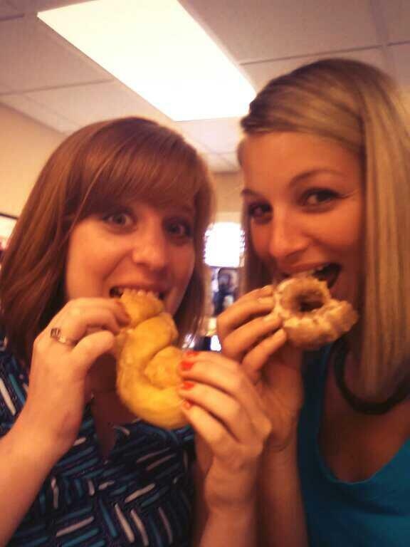 Celebrating the royal baby with @kbirge #donutsandduchesses pic.twitter.com/0ltsFwL6tK