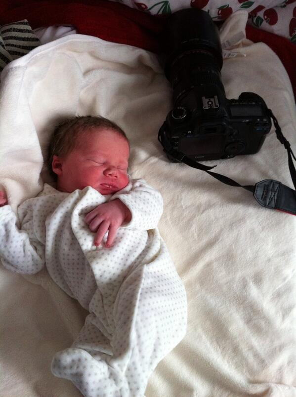 @ClarenceHouse my son, Hudson, was born at 3.50pm today! #WelcometotheWorld pic.twitter.com/oQiCUQQCRv