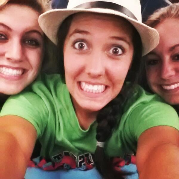 On the plane #excited @Gab13Lister @jessie_voeller pic.twitter.com/TRXqfRP21b