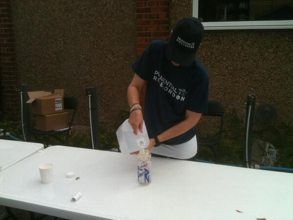 Matt: water stop about 36 miles in. #RideLondon100 http://pic.twitter.com/rEbtYzd8Yw
