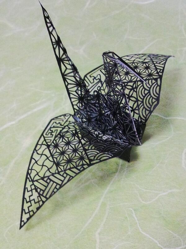 【立体切り絵】翼を和柄の詰め合わせにしました。胴体は麻の葉模様! #切り絵