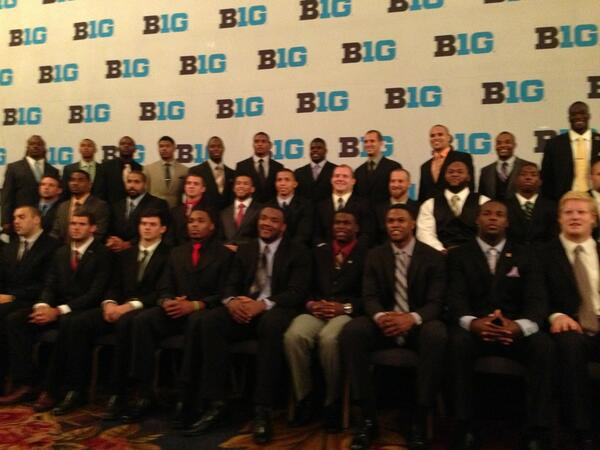 Group photo of all players at #B1GMediaDay. #goblue pic.twitter.com/AA1b8W0afz