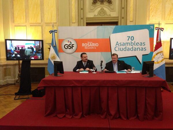 """@miguelcappiello: """"Es un honor presentar la Red de Telemedicina"""" en las #70AsambleasCiudadanas pic.twitter.com/a9fXsto1GU #SantafeParticipa"""