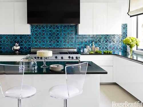 House Beautiful On Twitter Turkish Patterned Tile Add A Jolt Of Color In This Kitchen See More Kitchen Backsplash Ideas Http T Co 2gnbwjj9up Http T Co Bgjmkuttgv