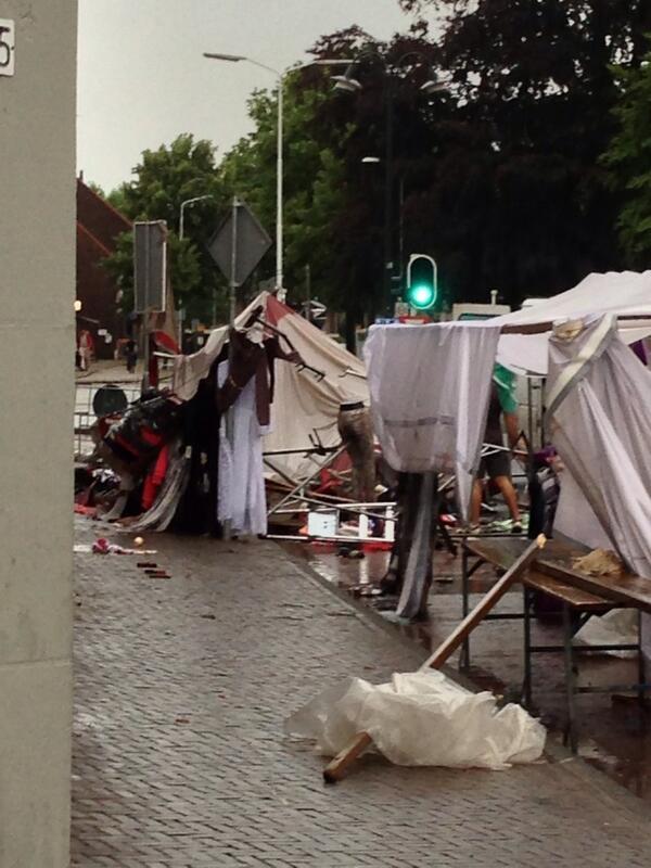 """Dat is niet leuk meer!! """"@StoepjeBakker: #Markt #Eindhoven om door #noodweer pic.twitter.com/F3LPaM4vUk"""""""
