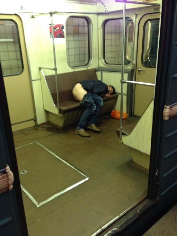 devushki-podoshel-v-metro-s-zadi-muzhik-i-ottrahal-rukoy-video-pornozvezda-anita