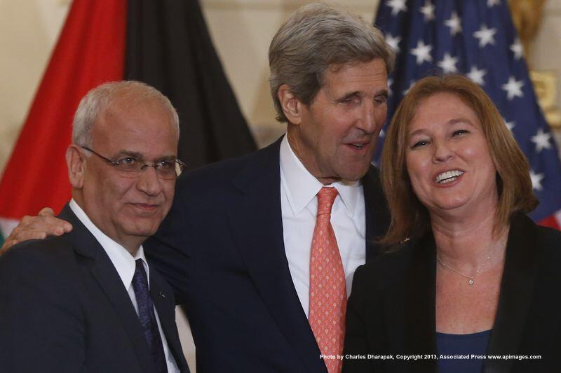 Saeb Erekat + John Kerry + Tzipi Livni after press conference Tuesday