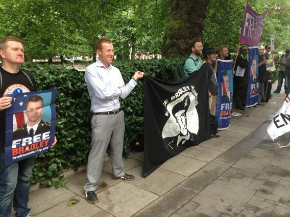 'Free Bradley #Manning' supporters outside the #US embassy in #London ahead of verdict @RT_com pic.twitter.com/3OrO3xjCrx