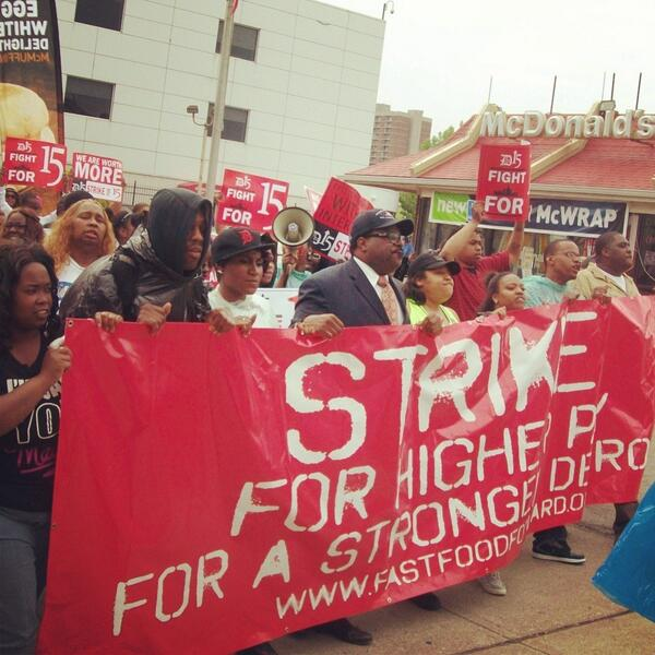 "@therevcw and @Detroit_15 raise the wage, raise the worker, raise the economy"" lets go! #detroit #today pic.twitter.com/sKet77zaJq"