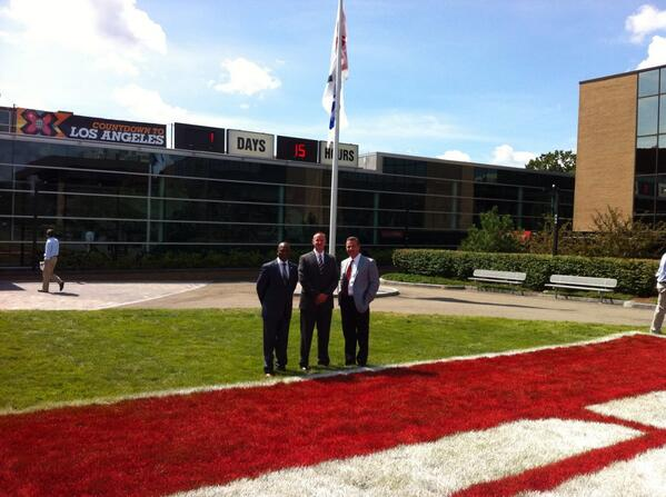 Coach Hazell, Coach Andersen and Coach Meyer on the ESPN campus #ESPNB1G pic.twitter.com/g6C8CftOom