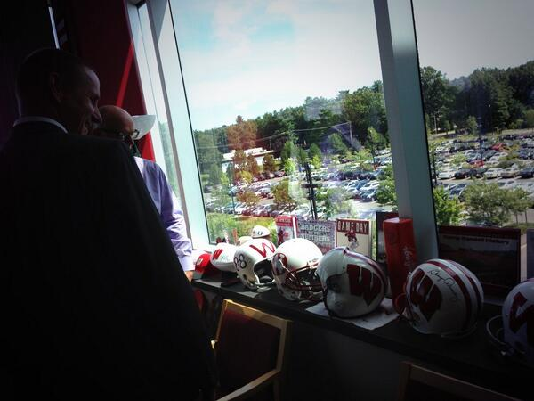 Catching up with Pat Stiegman, Madison native & ESPN.com editor-in-chief #Badgers #ESPNB1G #niceoffice pic.twitter.com/rRYz9lMJeM