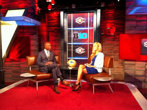 Coach Hazell on the @SportsCenter set with @samsteeleponder to wrap up the day #ESPNB1G pic.twitter.com/DDhQH1WT4E