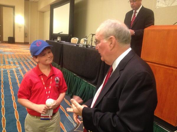 So nice of David Montgomery to stick around and chat with #SABR43 members. Here's Max Mannis, 11, @SIKids blogger. pic.twitter.com/0QGzJNevY2
