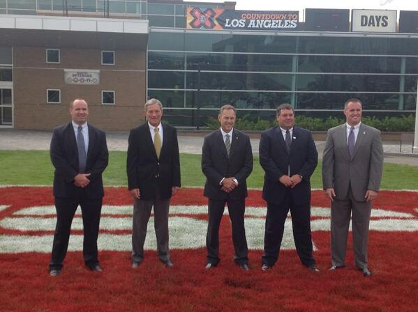 Kirk Ferentz with four other #B1G head football coaches outside the ESPN compound. #ESPNB1G #Hawkeyes pic.twitter.com/u0205qOnit