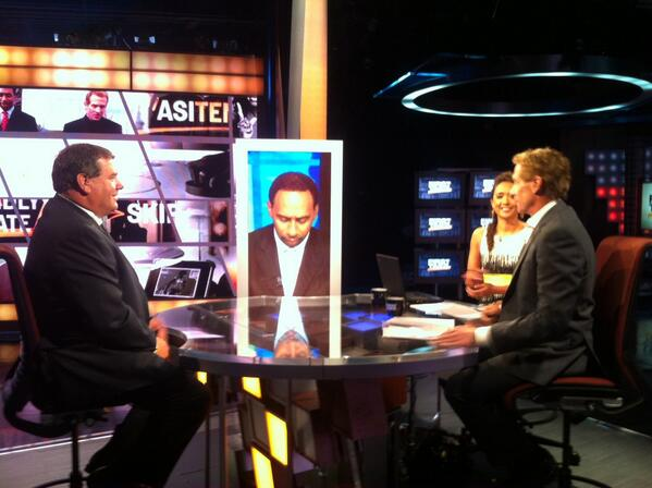 Coach Hoke on the @ESPN_FirstTake debate desk with Stephen A. Smith and Skip Bayless. #ESPNB1G pic.twitter.com/YCOJUZPZHi