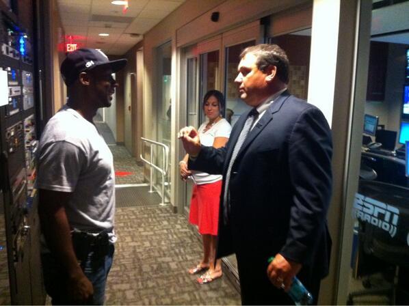 """@umichfootball: Look who Coach Hoke ran into at @ESPN Headquarters ... @DesmondHoward #ESPNB1G #GoBlue pic.twitter.com/X0UoYOlxjg"" #goblue"