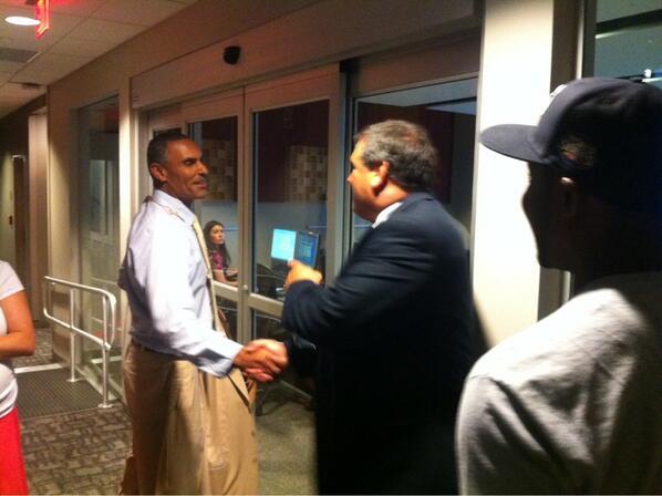 Coach Hoke chats with @HermEdwardsESPN. #ESPNB1G pic.twitter.com/SWA8B84QOp